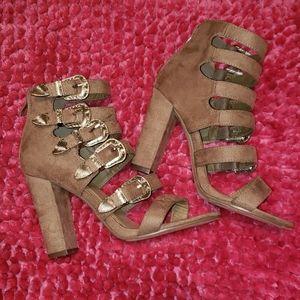 Western buckle sandal